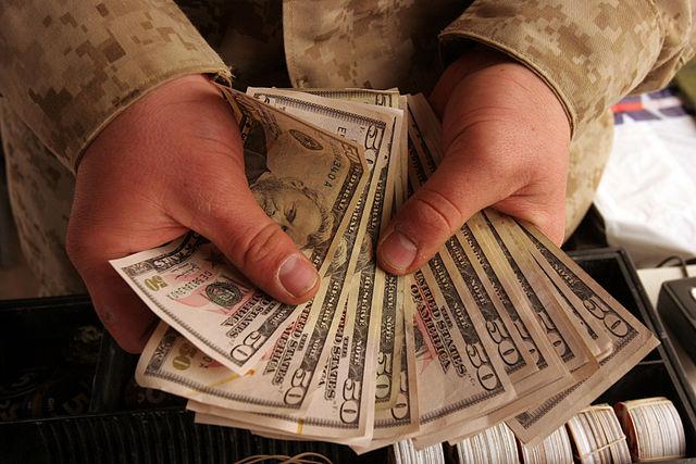 Experiment: Mit Geld in Händen kann sich kurzfristig das soziale Verhalten verändern