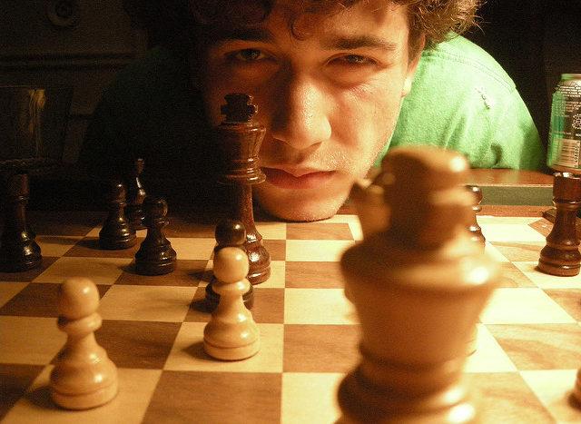 Spielfehler beim Schach: Wann sie auftreten – und wie sie von den Fähigkeiten des Spielers beeinflusst werden