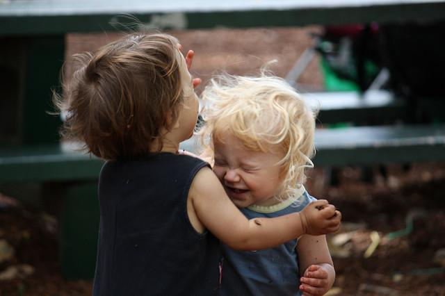 Zwei Fliegen mit einer Klappe: Wie das persönliche Glück durch weniger Entscheidungen maximiert wird