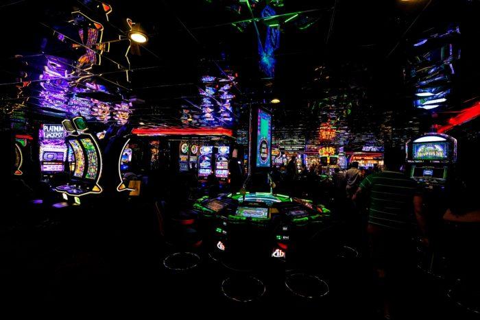 Warum ein Hinweis auf hohe Verlustwahrscheinlichkeiten gegen Spielsucht helfen könnte