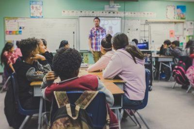 Studie: Internationale Unterschiede bei Schülerleistungen leiten sich von kognitiven Fähigkeiten der Lehrer ab