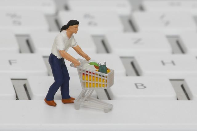 Cash vs. Digital: Wie die Bezahlmethode das Einkaufsverhalten beeinflusst