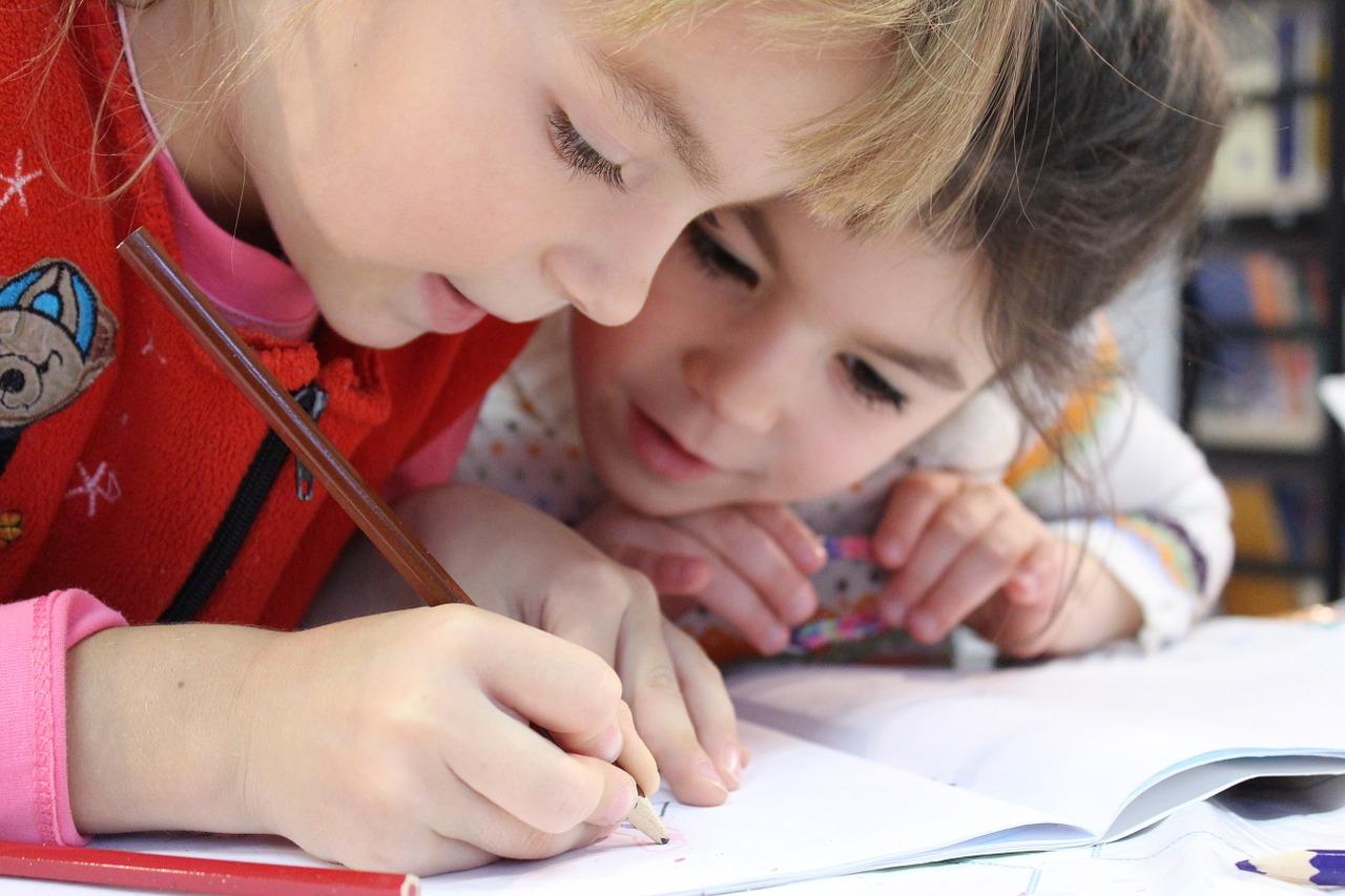 Mehr Unterricht in der Grundschule hat positive Auswirkungen auf den späteren Verdienst